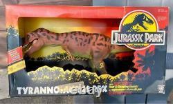 1993 T Rex Dinosaur Jurassic Park Action Figure MINT in BOX Kenner Roar Stomp JP