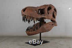 T-Rex Tyrannosaurus Dinosaur Giant skull fossil on stand